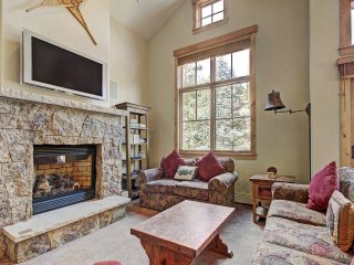 Soaring Ceilings + Mins to Gondola/Apres-Ski - 2Br Sleeps 6