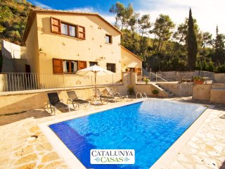 Catalunya Casas: Gorgeous Casa Pilarin for 10 guests, only 12km from the beach