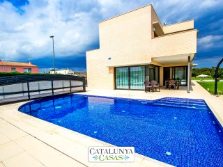Catalunya Casas: Spectacular 4-bedroom villa in Riudellots, just 10km from Giron
