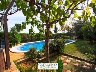 Catalunya Casas: Joyful Costa Dorada getaway for up to 18 guests, just 2km from