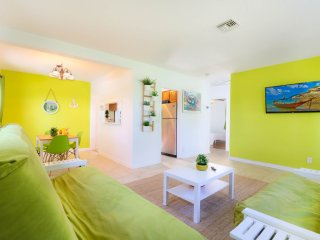 #20 Near Downtown/Saltwater Pool /7 min to Beach