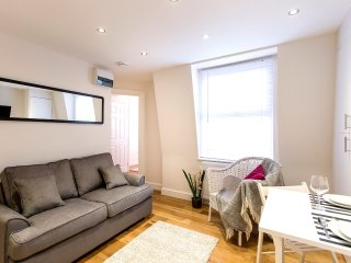 Premium 1 Bedroom Apartment Moments from Hyde Park - Notting Hill (4)