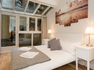 Unique 3 Bedroom / 3 Bathroom Apartment in Mayfair / Oxford street (B)