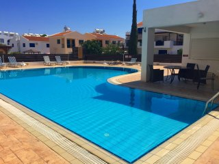 The White House, Kapparis, close to amenities, pool and beach, sleeps 6