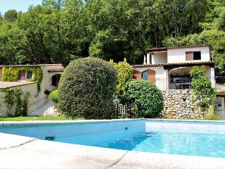 JdV Holidays Gites des Chenes 1, charming hillside location and great price!
