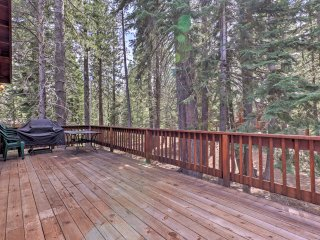 Truckee Home w/Hot Tub+Easy Access to Tahoe Donner