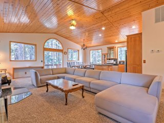 Family Tahoe Donner Retreat < 2 Mi to Downhill Ski