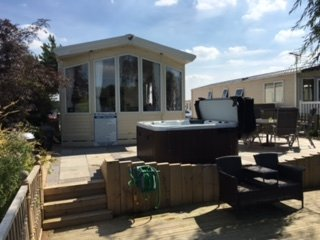 shamrock 1  8 bed luxury caravan with fishing peg and hot tub