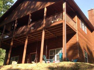 Beautiful 5bedroom 4 bath cabin ,located in between Blueridge and Blairsville Ga