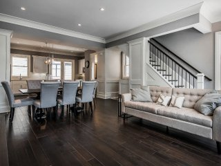 Luxurious, Modern Short North & Victorian Village Townhome Walk To Everything