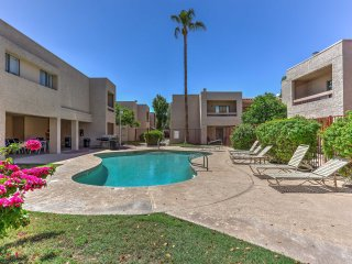Idyllic Scottsdale Condo w/Pool - Walk to Old Town