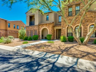 AMAZING MOUNTAIN VIEWS Overlooking Grayhawk Golf Course!