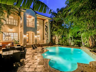 Luxurious Gated Estate w/6 Ensuite Bedrooms & Htd Roman Pool in Heart of Tampa