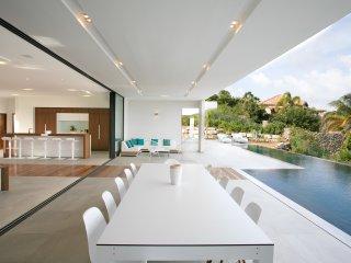 VILLA O , Luxueuse propriete avec une des plus belles vue mer , piscine
