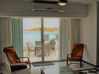 Amazing Villa right on the beach in  Hotel Zone