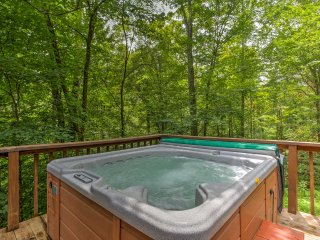 'Snuggle Inn' Romantic 2BR Red River Gorge Cabin!