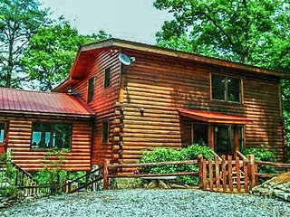 LAKE BLUE VIEW- 2 BEDROOM/ 2 BATH LUXURY CABIN WITH BREATHTAKING MOUNTAIN VIEW