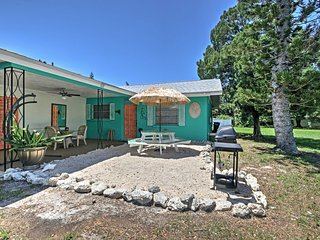 NEW! 'Lighthouse Cottage' 2BR Bradenton House!
