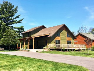 Aspen Chalet - Spring Brook - Incredible Two Story Chalet in Wisconsin Dells