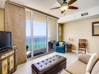 Beachfront, Beautiful, Bright 1 bedroom deluxe - Available now for FALL