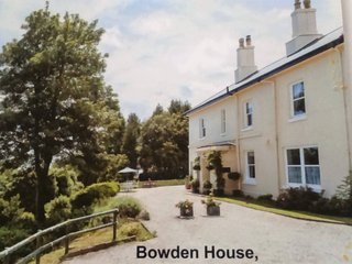 BLUEBELL APT Bowden House Self Catering Apartments