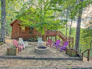 Secluded dog-friendly cabin w/ private hot tub, firepit, and mountain views!