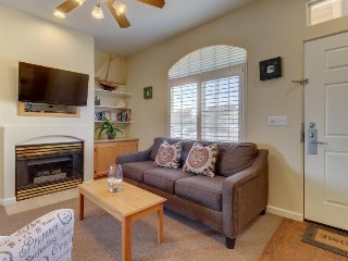 Polished condo w/ patio & shared hot tub/grill - walk to the dunes & beach!