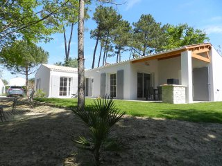 Villa PARADILES haut de gamme tout proche de la plage de Vertbois