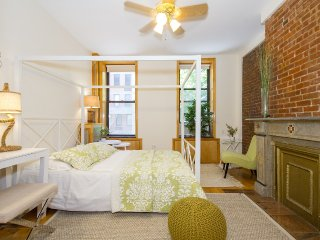 DESIGNER 2/3 br Apartment in the PRIME Lower East Side!!
