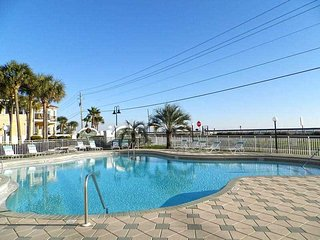 MARAVILLA # 4305**  VERY SPACIOUS 1 BEDROOM / 1BATH CONDO - STEPS TO BEACH