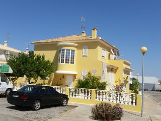 3 bedroom house with private garden for rent in Vila Real de St Antonio