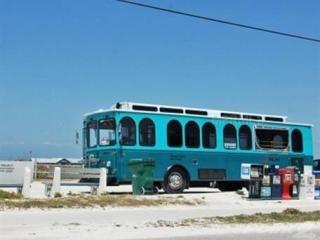 Keine Notwendigkeit für ein Auto. Nehmen Sie den kostenlosen Trolley überall auf der Insel. Ein weiterer Wagen bringt Sie nach Sarasota
