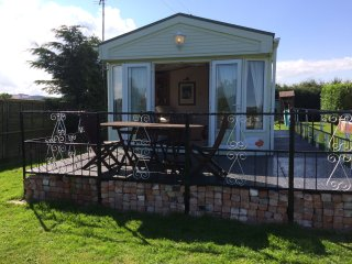 LUXURY STATIC CARAVAN / SLEEPS 6 PEOPLE