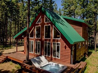 Cozy cabin near the Lake and Suncadia! Get the 3rd Night Free! Hot Tub | WiFi