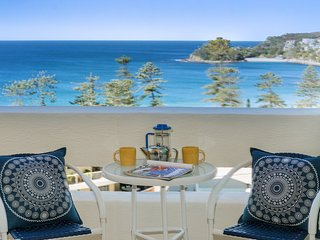 Relaxed Beach side Living .... in Central Manly !