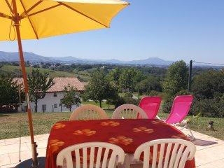 Gite Poppy avec piscine chauffee et vue montagnes