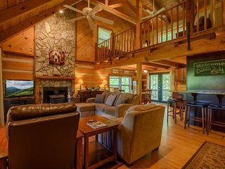 3BR Cabin With Views of Grandfather Mountain, Stone Wood-Burning Fireplace