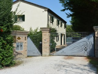 Refined country house near Venice, with large park and parking.