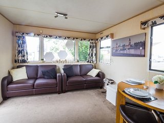 6 berth caravan at Seawick Holiday Park. In Seawick Clacton-on-Sea. REF 27020