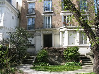 Studio 9.50 m2 in Asnieres close to Paris Opera St Lazare