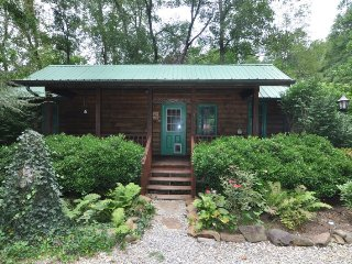 Creekside Hideaway - Cozy Log Cabin right on Alarka Creek with Hot Tub