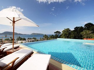 Seaview 2 bedroom apartment with jacuzzi, pool and kitchen! Patong!!! Baycliff