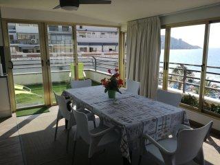 Apartamento 1° linea playa levante Benidorm. 200 m2.  3 dormitorios 6/8 personas