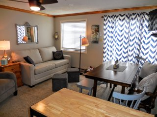 2BR/2BA Ski In/Out Condo Wi-Fi next to Snowshoe Village & Slopes!