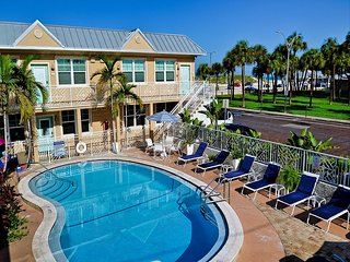 Clearwater Beach Suites 107 Ground floor end unit poolside condo