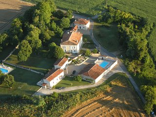 L'Anglade, an ensemble of three houses ideal for groups of up to 20 people