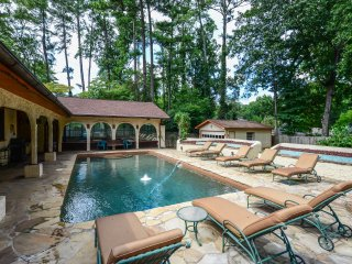 BUCKHEAD 4BR/4bath Home w/ Pool Hottub Fitness