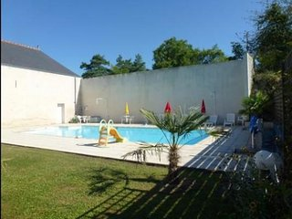 2-bedroom Loire Valley flat w/pool