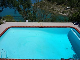 Spectacular Lake Views - Lakeside Villa can sleep up to 10 guests comfortably!