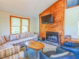 Spacious countryside home w/ private hot tub - near skiing at Mount Snow!